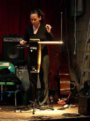 Pamelia Kurstin Tonic Eviction Musical Demonstration